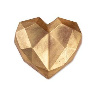 Золотое фаршированное шоколадное сердце на белом фоне.