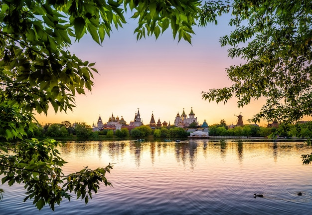 Golden sunset on the lake in izmailovsky kremlin in moscow