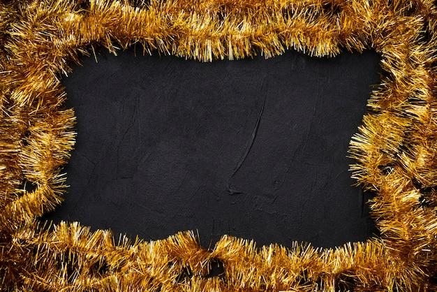 Золотая мишурная рамка на рождество