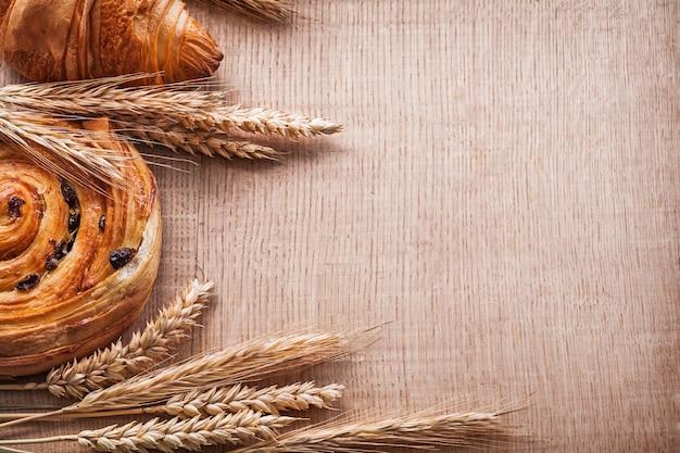 Золотые колосья пшеницы сладкий круассан ролл