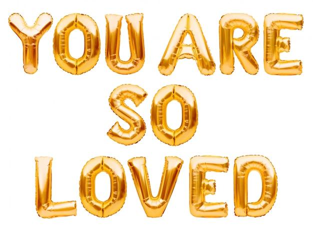 Золотые слова, которые вы так любите, сделаны из надувных шаров, изолированных на белом фоне