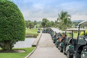 ゴルフ場のゴルフカート