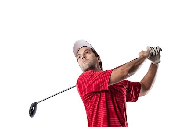 Игрок в гольф в красной рубашке, качаясь, на белом пространстве.