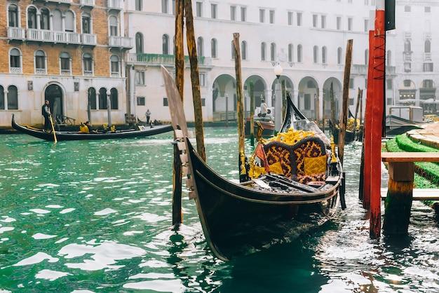 이탈리아 베니스 대운하에 곤돌라