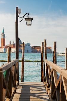 그랜드 운하, 베니스, 이탈리아에서 곤돌라 제방