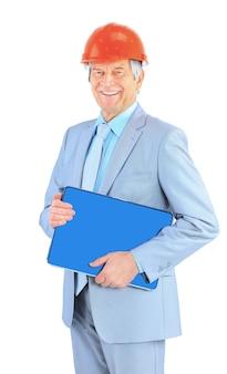 좋은 엔지니어는 노트북을 보관합니다. 흰색 배경에 고립.