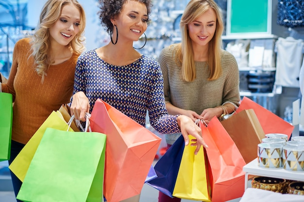 ショッピングモールの女の子の良い気分