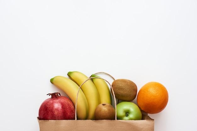 Хорошее качество изображения свежих сочных фруктов. свежие фрукты из магазина или рынка, изолированные