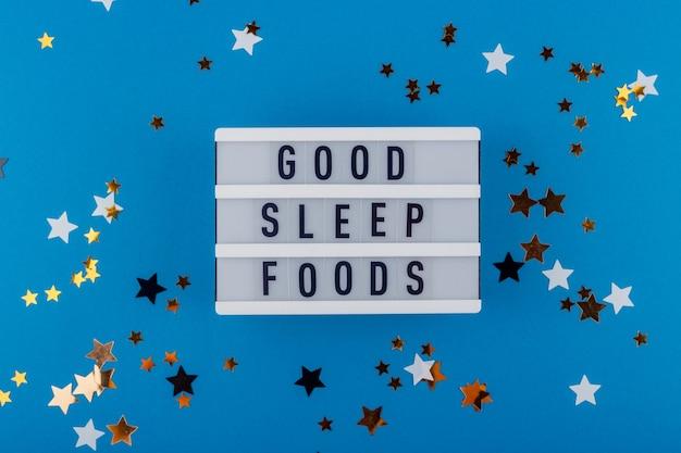 良い睡眠の食べ物-星の間の青の装飾パネルの碑文