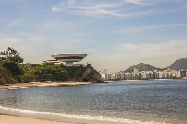 브라질 리우데 자네이루의 좋은 여행 해변 niteroi