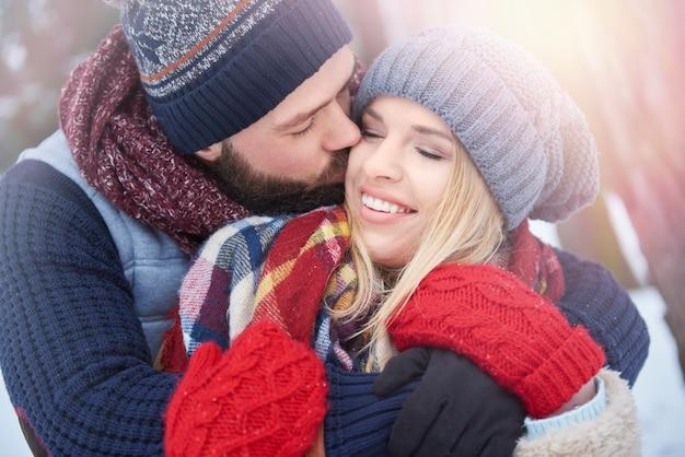 Хорошая погода и влюбленная пара