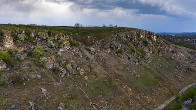 몰도바의 trinca 마을 근처에있는 2 톤의 협곡
