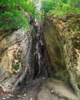 ダゲスタンの山の風景の自然の峡谷