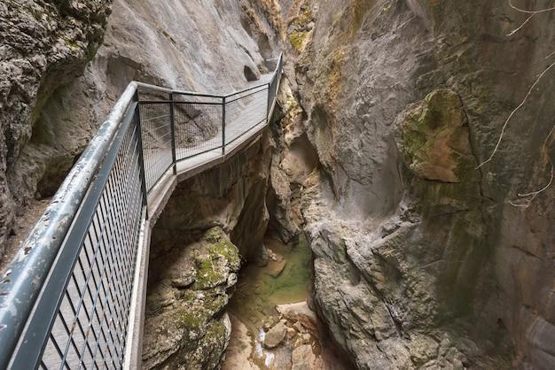 スペインのブルゴスにある「la yecla」の峡谷。 Premium写真