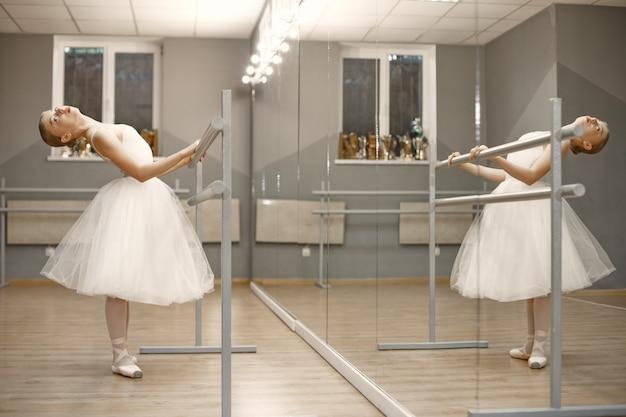 Bellissima ballerina. ballerina in punta.