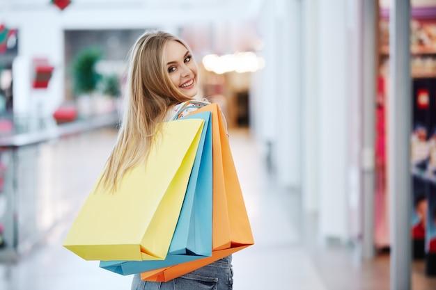 쇼핑몰에서 멋진 여자