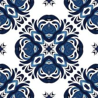 ゴージャスなシームレスブルーフローラル水彩パターンオリエンタルタイルクロスオーナメント。ポルトガル風セラミックタイルデザインプリント