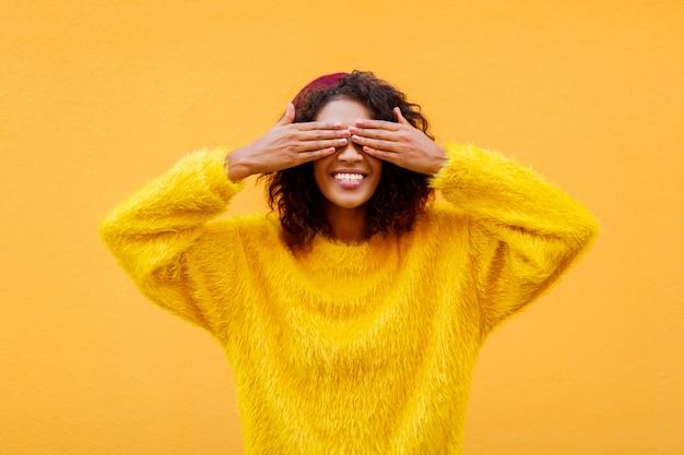 Великолепная улыбающаяся женщина
