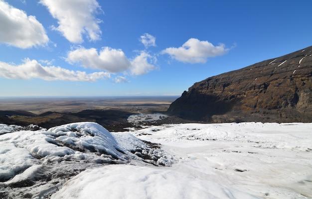 アイスランドの氷河の上からのゴージャスな眺め。