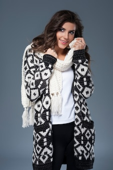 Splendida donna in abiti di lana
