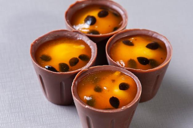グルメパッションフルーツブリガデイロ。典型的なブラジルの甘い