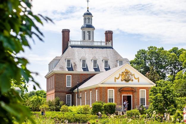 Palazzo del governatore durante il giorno a williamsburg, stati uniti d'america