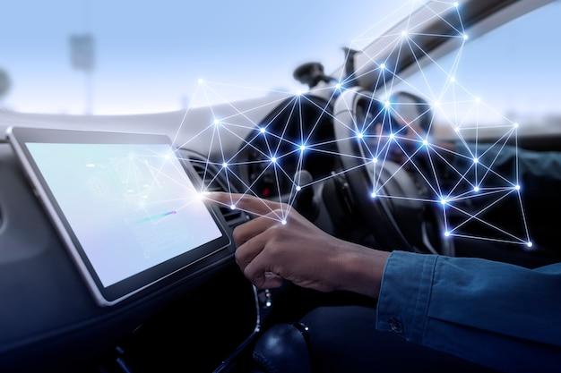 Sistema gps in un'auto intelligente