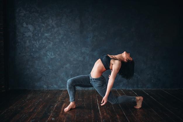 グレース女性ダンサー、現代舞踊