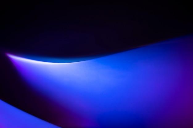 파란색과 보라색 조명 효과와 그라데이션 배경