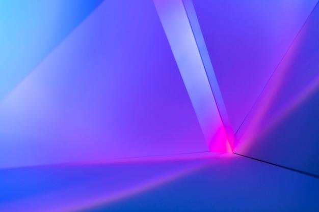 Градиентный фон с розовым и фиолетовым световым эффектом