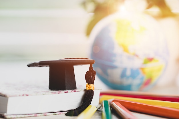 Аспирантура или образование знания обучения за рубежом концепция: