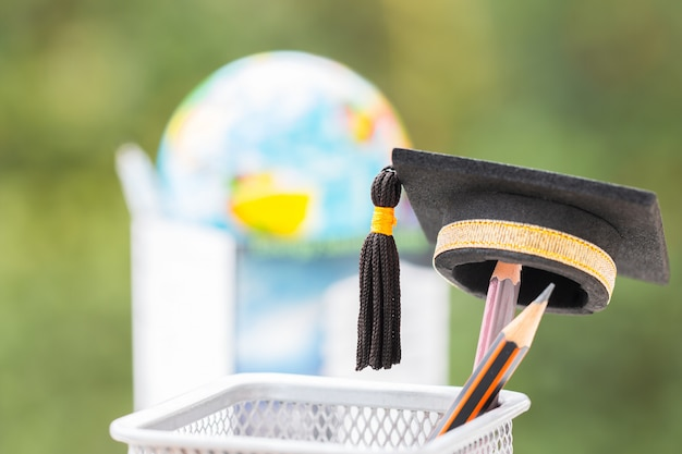 Аспирантура или образование знание - это сила: окончил кепку положи карандаш в корзину