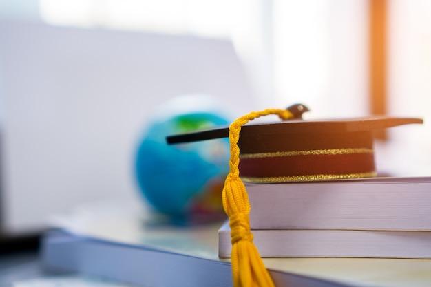 卒業または卒業大学留学の国際的な概念的な、ボスのマスターキャップ