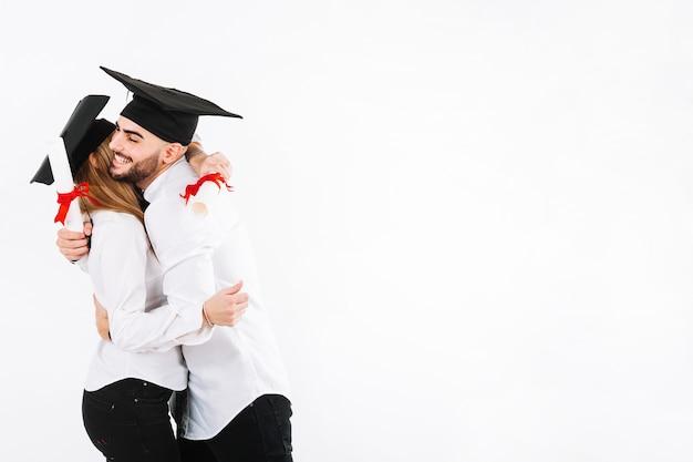 Выпускная пара, охватывающая