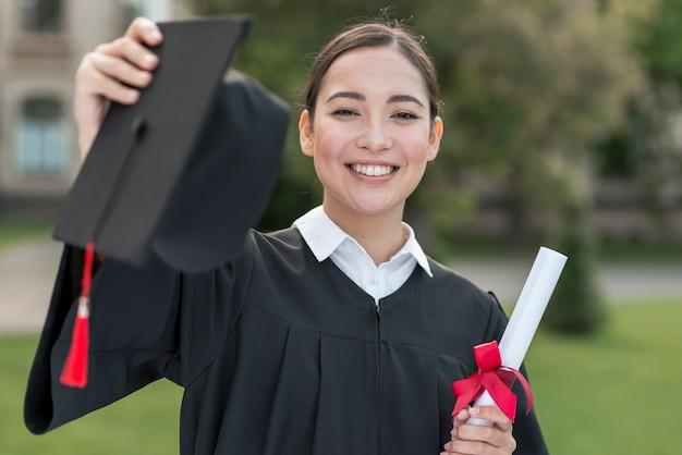 행복 한 여자의 초상화와 졸업 개념 무료 사진