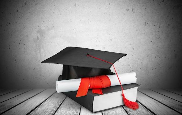 Выпускной класс на книге на фоне
