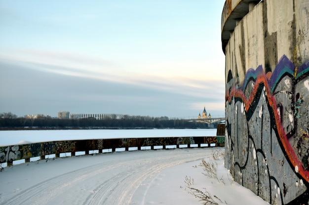 川岸の港の落書き