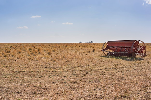 圃場での穀物播種機直接播種システム。コピースペース