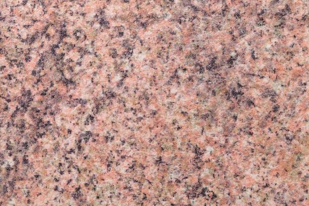 ピンクと黒の斑点を持つ粒子の粗い茶色の背景。インテリアの小さなクラムパターンのテクスチャ背景。