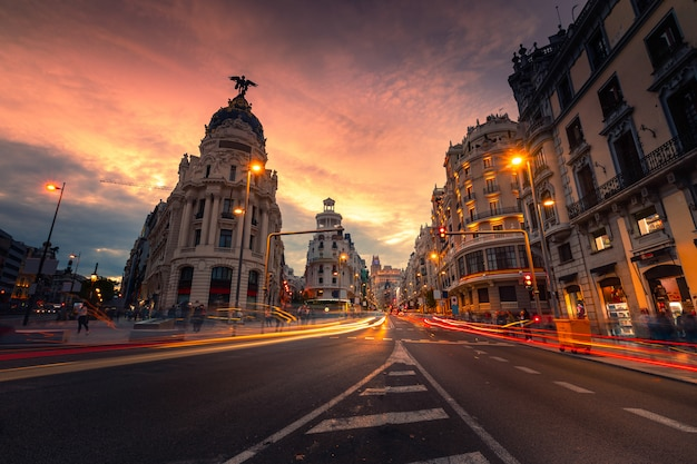 Gran via, главная улица мадрида, испания.