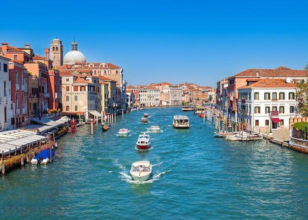 베니스, 이탈리아에서 대운하입니다. 중세 유럽 건축