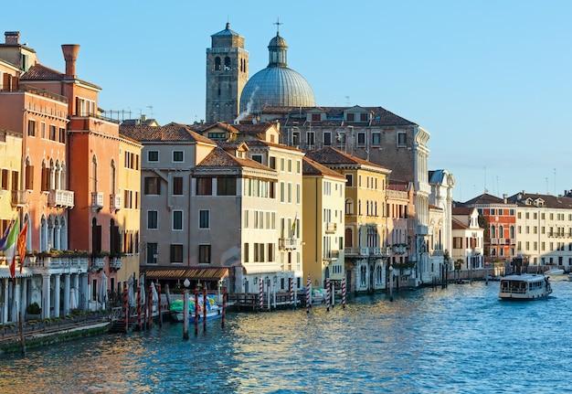 화려한 하우스와 그랜드 운하 아침보기입니다. 베니스, 이탈리아