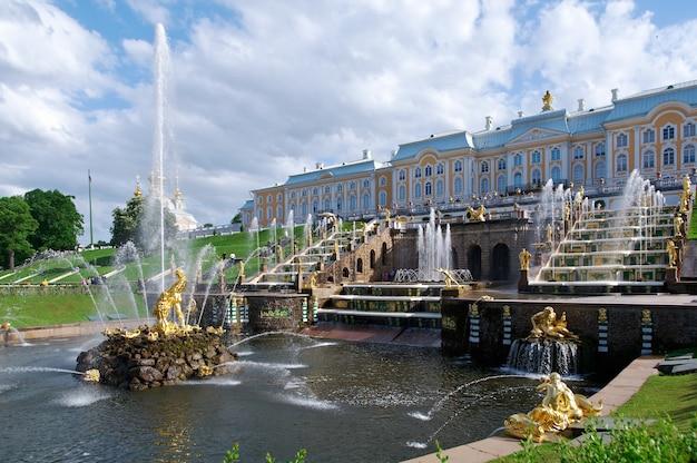 グランドカスケード。ペテルゴフ宮殿。サンクトペテルブルク、ロシア