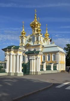 궁전 광장의 바로크 양식으로 지어진 peterhof 교회 건물의 그랜드 팰리스