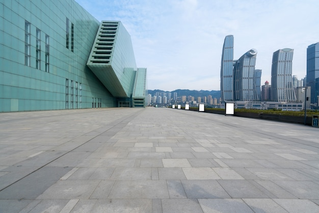 中国、重慶の大劇場広場と都市の風景