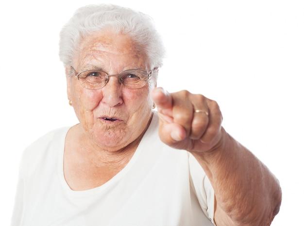 할머니를 가리키는