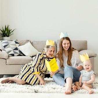 Nonna trascorrere del tempo di qualità con la famiglia