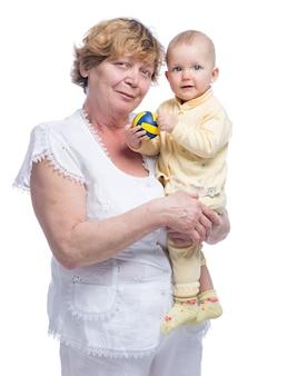 白い背景の上の赤ちゃんと祖母
