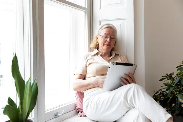 디지털 기기 사용을 배우는 조부모