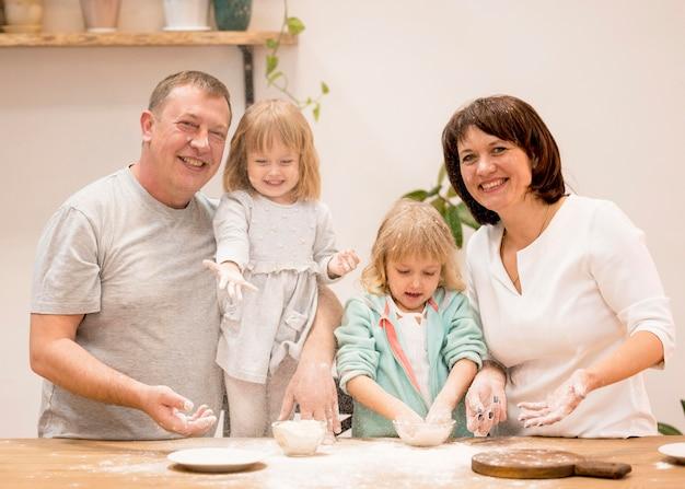 Приготовление еды для бабушек и дедушек
